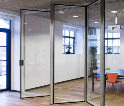 ​DEKO FV2 Glass : Glazed folding partition with a high level of sound reduction